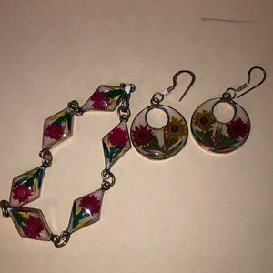 Bracelet and earrings with real flowers